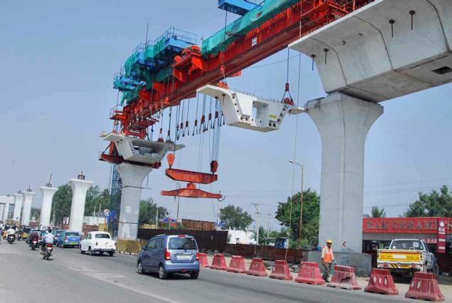 Hyderabad Metro Rail project created an all India construction record on Sunday with erection of the 1000th viaduct span and completion of 27 KM of Metro viaduct in just 20 months. The 1000th span near S.R. Nagar Bus stop was erected on Sunday. Photo: By Arrangement