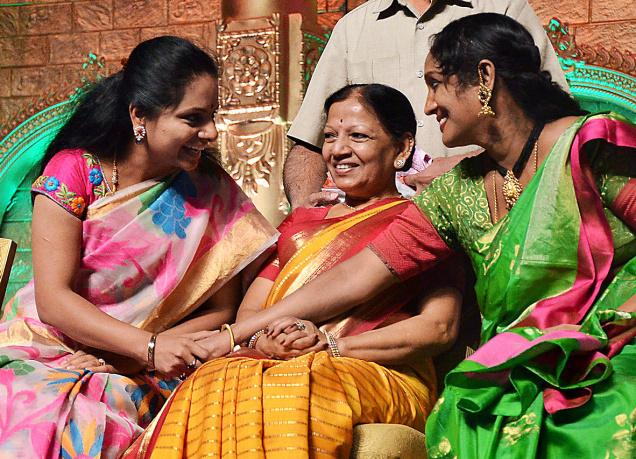 Telangana Jagruthi Samithi president and MP Kalvakuntla Kavitha sharing a few thoughts with renowned kuchipudi danseuse Shobha Naidu at the International Kuchipudi Dance Convention at GMC Balayogi Stadium in Hyderabad on Saturday. Photo: V.V. Subrahmanyam / The Hindu