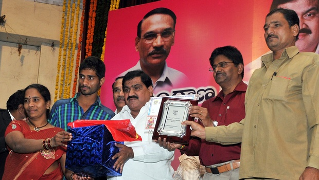 Transport minister P Mahender Reddy presenting the first best KMPL award to Khammam depot driver Ch Papi Reddy at RTC Kala Bhavan in Hyderabad on Wednesday | EXPRESS Photo