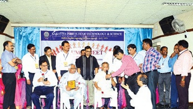 An alumnus of Kakatiya Institute of Technology & Science Warangal speaking during the 'Alumni Meet and Silver Jubilee Batch Reunion' in Warangal on Saturday | EXPRESS PHOTO