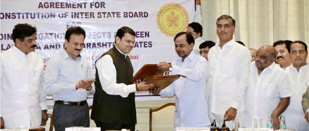 Telangana Chief Minister K. Chandrasekhar Rao (right) and his Maharashtra counterpart Devendra Fadnavis exchanging the agreement on the Godavari projects in Mumbai on Tuesday.– Photo: PTI