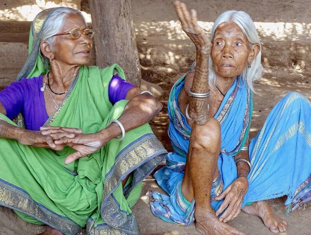 Nostalgic:Kanaka Rajubai (right) recalling her association with anthropologist Christopher von Furer-Haimendorf during the 1940s at Marlavai village in Adilabad district.— Photo: S. Harpal Singh